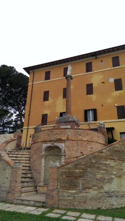 Hotel Sacro Cuore : The front