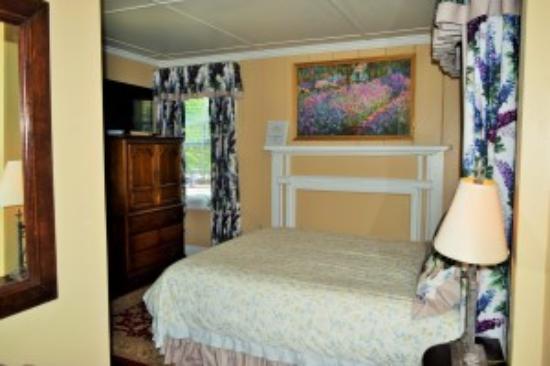 Inn on Bellevue: Bellevue Manor Room 115
