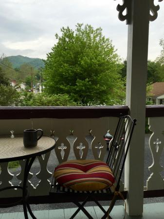 Sperryville, VA: Lovely view from Lavender Room porch