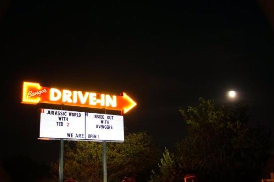 Hermon, Μέιν: The Bangor Drive-In opened in 2015 after 30 years in hibernation!