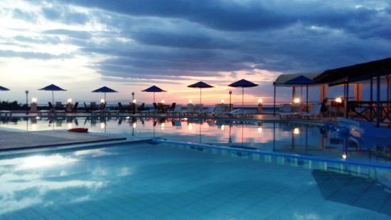 Zorbas Beach Village Hotel: Pool Area
