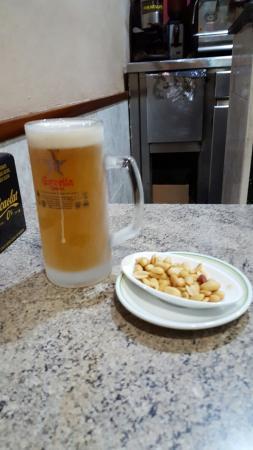 El Cafe d'en Victor i Anna: Buena cerveza estrella galicia y buen ambiente