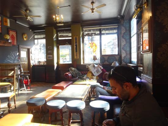 The Walrus Hostel: walrus pub