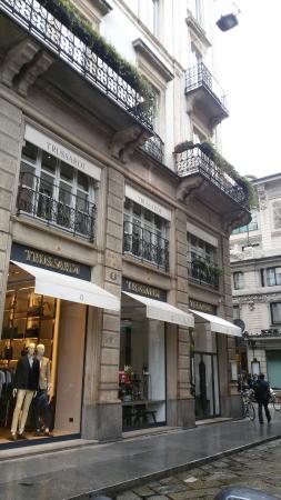 Il trendissimo caffè Trussardi affianco al Teatro alla Scala di ...