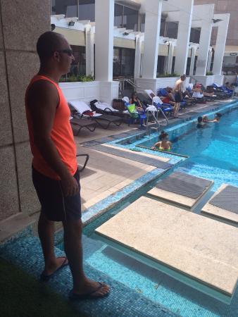 Ramat Gan, Izrael: בבריכה