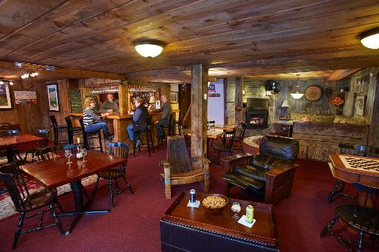 Tucker Hill Inn: Pub