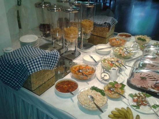 Dlugie, Poland: dania szwedzkiego stołu