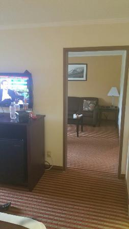 Days Inn & Suites Kansas City South: TA_IMG_20160513_152635_large.jpg