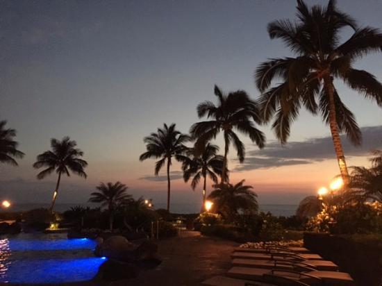 Halii Kai Resort at Waikoloa Beach: Pool at night.