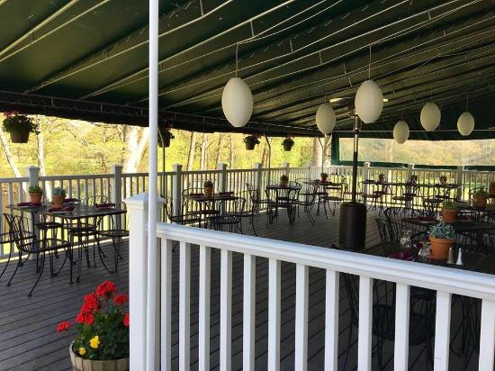 Naugatuck, كونيكتيكت: Recognized by CT Magazine as one of the most scenic outdoor dining spots in Connecticut!