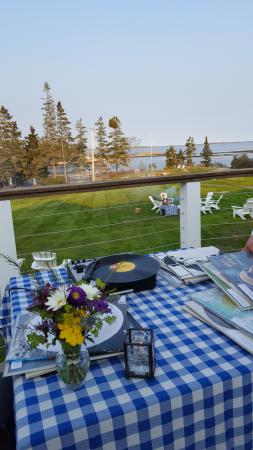 Newagen Seaside Inn: I attended a private party with an outdoor DJ.