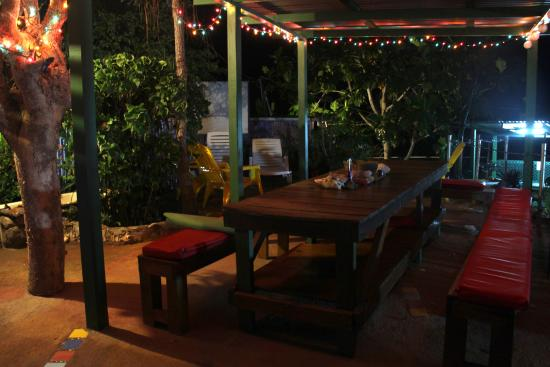 Judy House Cottages and Rooms: Cool lounge/hangout by the hostel section