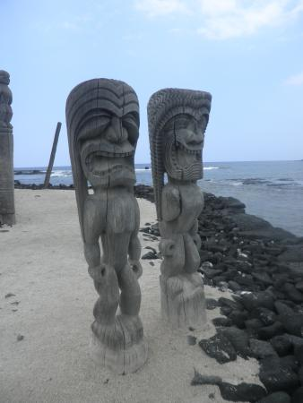 Honaunau, HI: statues