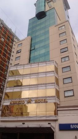 Abasto Hotel : tomada del frente del hotel.