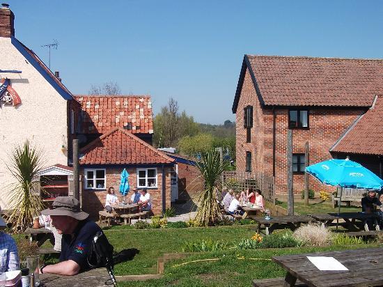 Eastbridge, UK: garden
