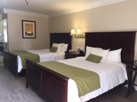 Days Inn Near City of Hope: 2 queen beds