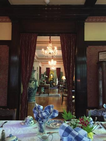 Portland's White House: View of entry and living room beyond, from the dinning table at breafkast