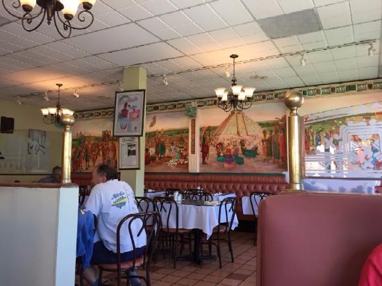 Lomita, Californië: Alfrados Restaurantの店内