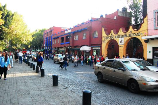 coyoacan dating site Frida kahlo and diego rivera's mexico city  mercado de artesanias en coyoacan occupies two stories of stalls on the street dividing plaza hidalgo and parque centenario  surrounded by.