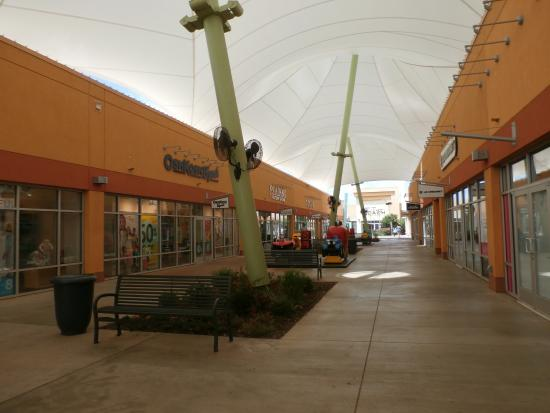Outlet Shoppes at Oklahoma City: Protective tents