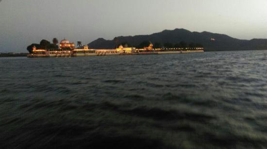 Jagmandir Island Palace : IMG-20160512-WA0005_large.jpg