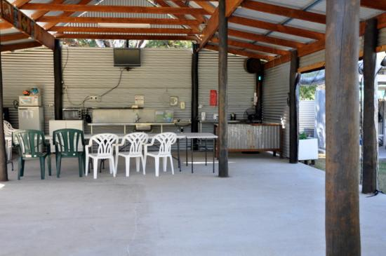 Barcaldine, Australia: Great camp kitchen