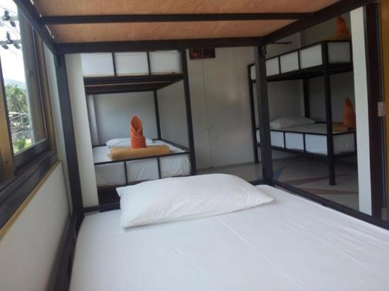 Baan Tai Backpackers: Deluxe dorm room