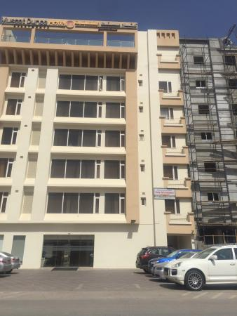 Muscat Dunes Hotel : BEAWARE attached to a construction sight staff will claim no noise