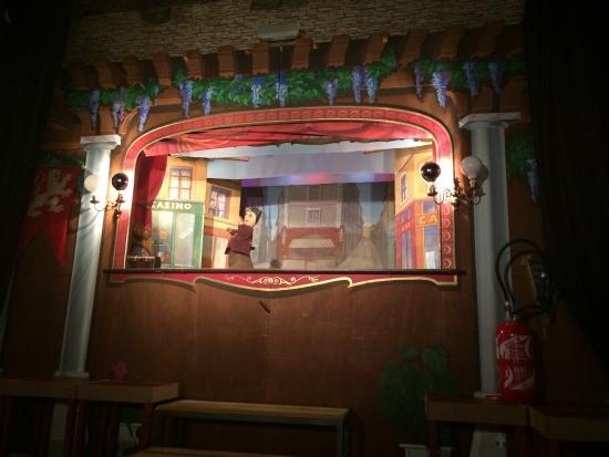 Th atre picture of theatre la maison de guignol lyon for A la maison meaning