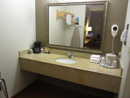 Jewett, TX: Vanity Area