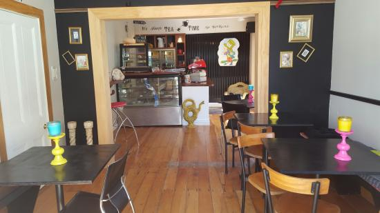 Kaeo, New Zealand: welcome to madhatters donnas cafe
