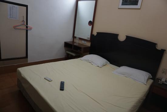 Ko Wah Hotel: Ukuran double bed cukup besar untuk 2 orang