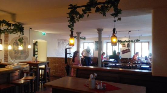 """Siegsdorf, Deutschland: Gastraum mit """"korinthischen"""" Säulen.. Typisch bayerische Einrichtung im Gasthof Alte Post!"""