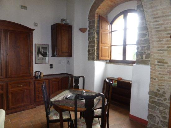 Castiglione della Valle, Italië: Blick in eines der geschmackvollen Zimmer bzw Suiten