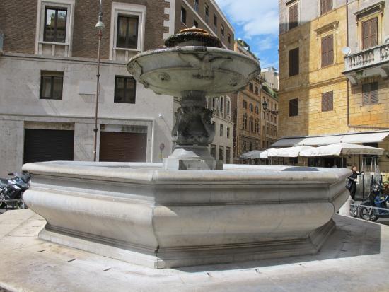 Fontana di Piazza Nicosia