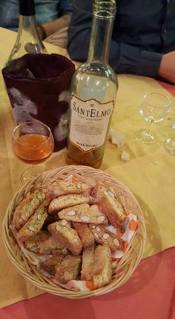 Strada in Chianti, Italia: cantuccini e vin santo