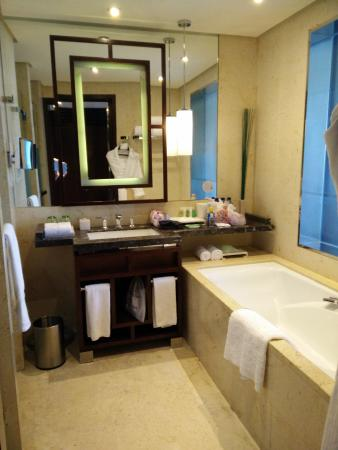 The Westin Beijing Chaoyang: Large bathroom - separate toilet & shower rooms through doors to the left