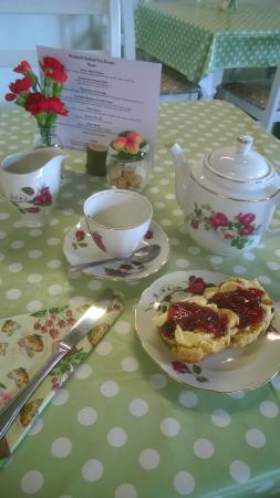 Icklesham, UK: cream tea