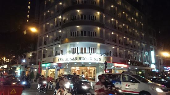 Huong Sen Hotel: ホテル