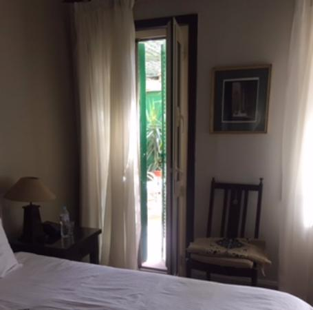Hotel Longchamps: The hidden terrace from my room.