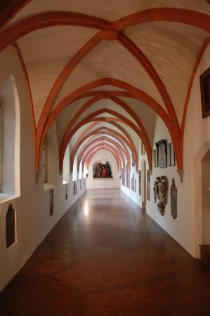 Sankt Phillipp und Jakob (Stiftspfarrkirche): Kreuzgang