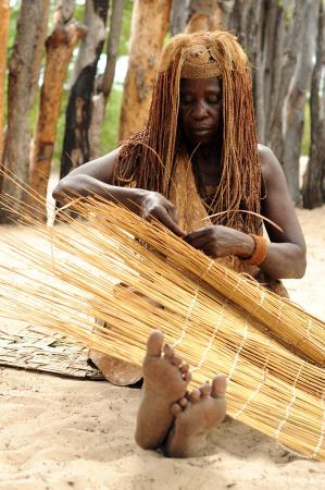 Rundu, Namibia: Weaving mats