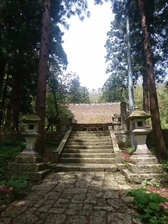 Takahata-machi, اليابان: 参道と拝殿
