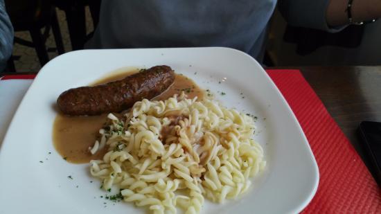 Hommes, Frankrijk: колбаска с макаронами - тоже вкусно