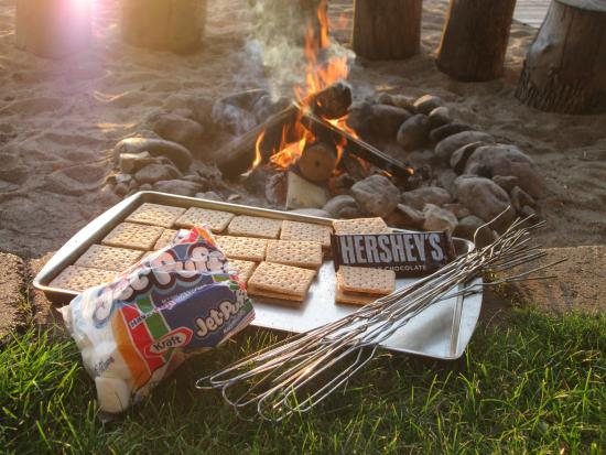Dickerson's Lake Florida Resort: Campfire ready for s'mores