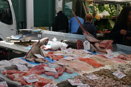 Mercato di Via Fauche: Fish stall