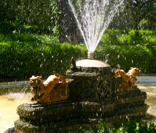 Chandor Gardens: largest fountain on the property