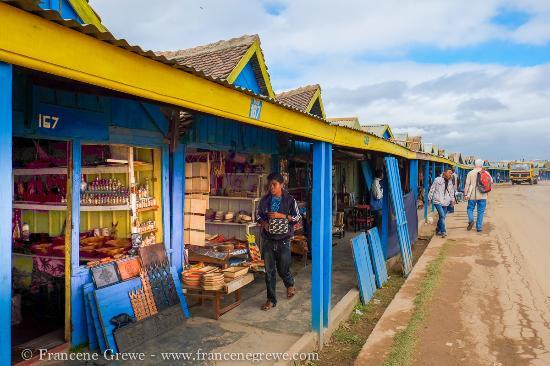 Open-air markets: Andravoahangy: rows of vendors