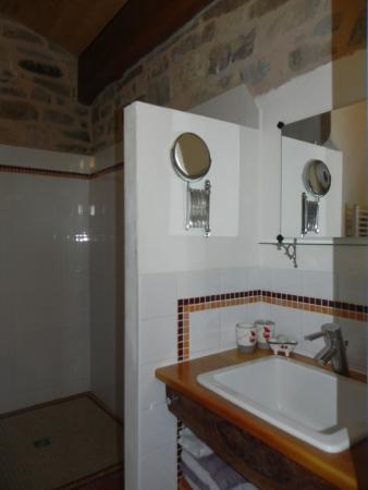 Puivert, ฝรั่งเศส: Bathroom Room Veronique