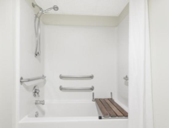 Smithville, MO: Handicap Bathroom